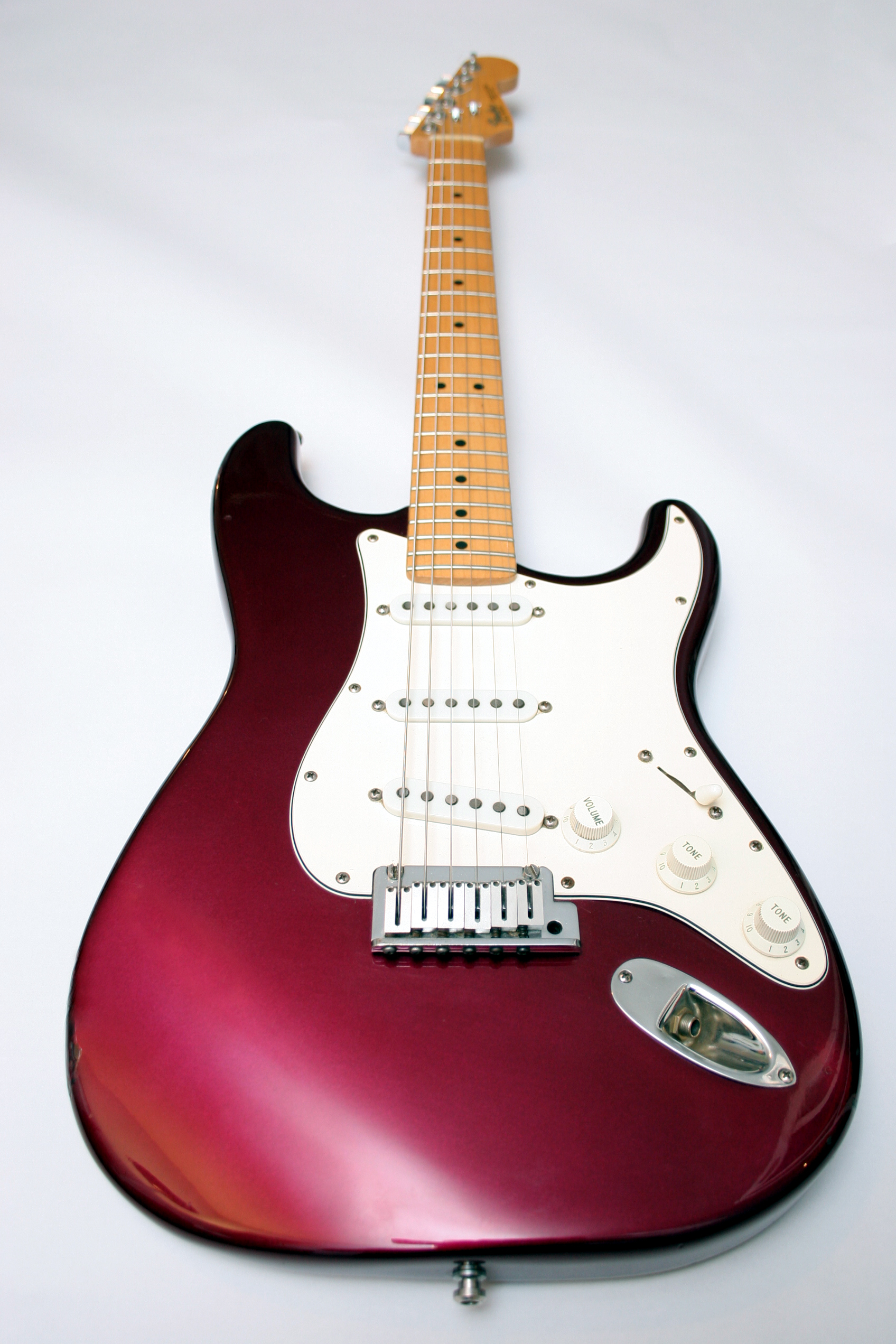an introduction to the fender stratocaster. Black Bedroom Furniture Sets. Home Design Ideas